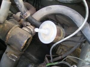 Отсоединяем старый топливный фильтр Ваз 2109