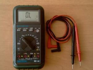 Мультиметр в режиме измерения сопротивления