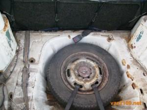 Запаска на дне багажника Ваз 2109