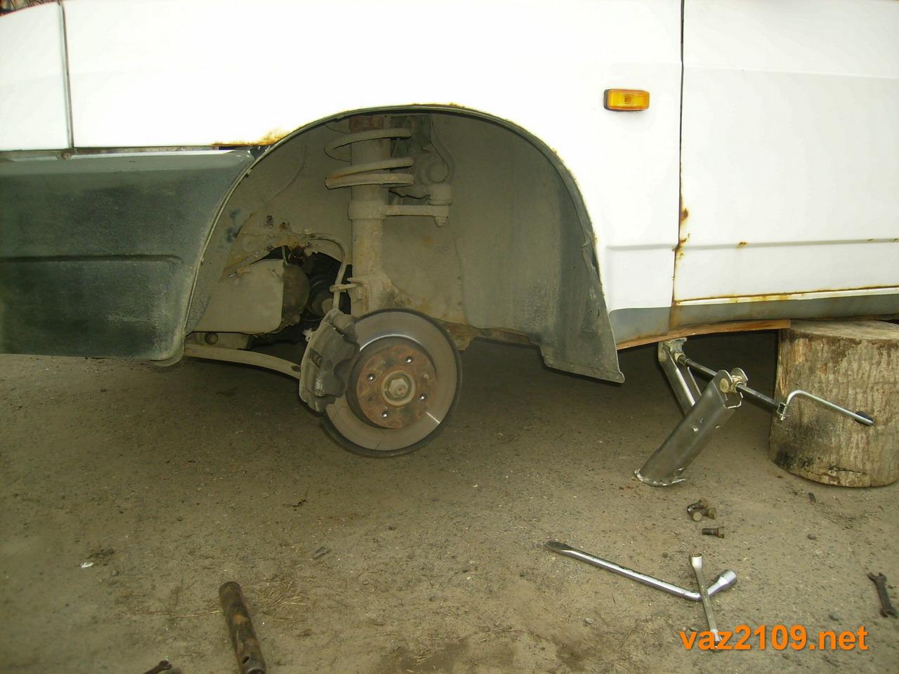 Снимаем переднее колесо Ваз 2109