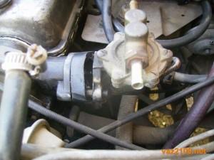 Откручиваем гайки крепления топливного насоса ваз 2109