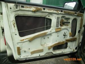 Обшивка двери Ваз 2109 снята